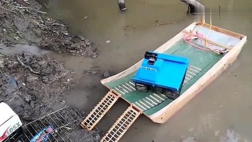 牛人自制小木船,换我能玩一整天