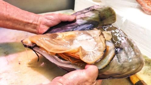 大厨现场处理2斤重贻贝,蘸上酱料直接吃,网友:吃寄生虫?