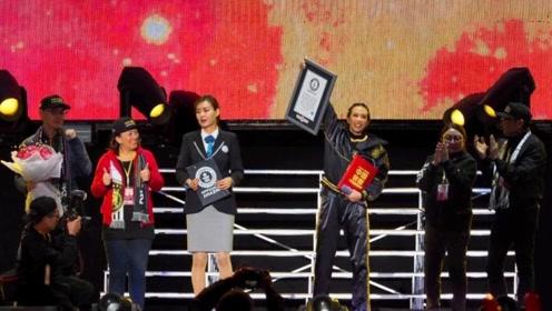 中国的骄傲!莫文蔚获颁吉尼斯世界纪录,现场又蹦又跳喜极而泣