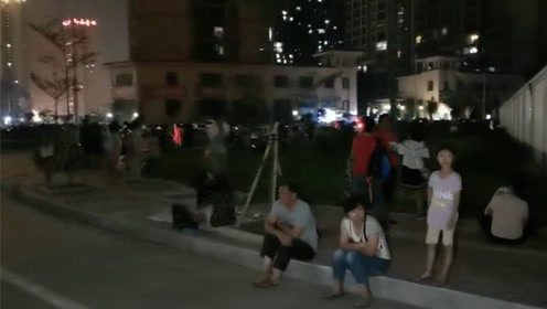 广西玉林突发5.2级地震 监控画面剧烈摇晃
