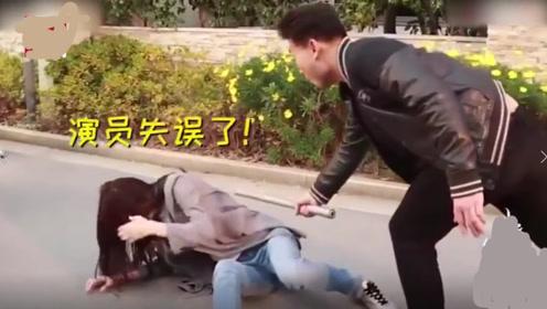男演员失误一棒打到古力娜扎腰上,网友:看着都痛,幸好娜扎解围