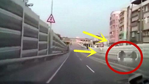 小伙车技太好?,小道路上就敢花式漂移,2秒后尴尬了吧!