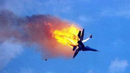 波音再出纰漏?一架轰炸机高空突发坠毁,直接撞上除冰设施!