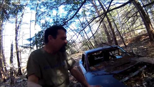 男子森林探险寻宝,意外发现一辆废弃跑车,车牌号大有来头!