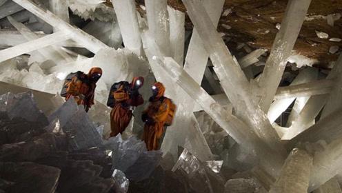 """沙漠下挖出""""水晶宫"""",长满巨型晶石,现实版水晶龙宫"""