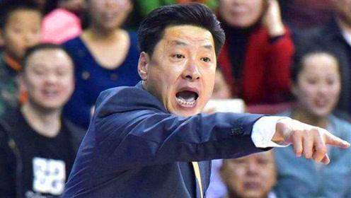 男篮教练就应该是这样!李春江有血性有激情,一股子狠劲太霸气了!