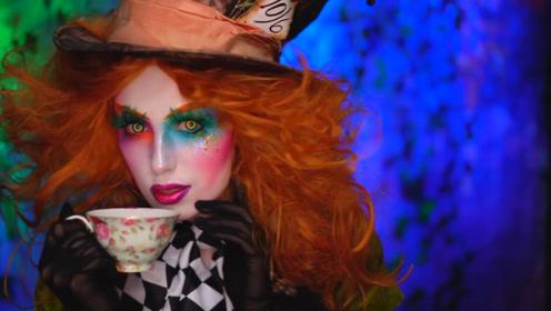 美女仿妆爱丽丝梦游仙境:化妆打扮成的疯帽子你觉得好看吗?