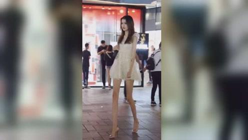 夜晚街头遇到的筷子腿小姐姐,这苗条的身材真是绝了!