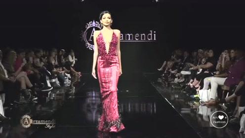 这玫红色礼服太好看了,闪闪发亮,我也想买一件!