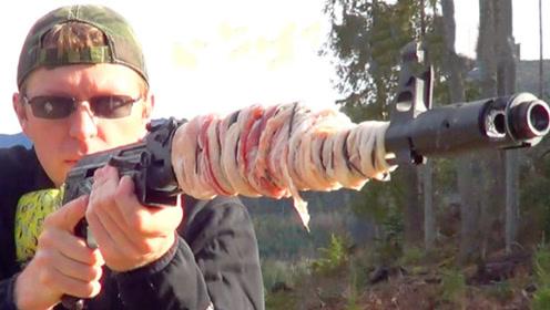 AK47连续射击能将培根肉烫熟吗?老外实测,结果预料之中!