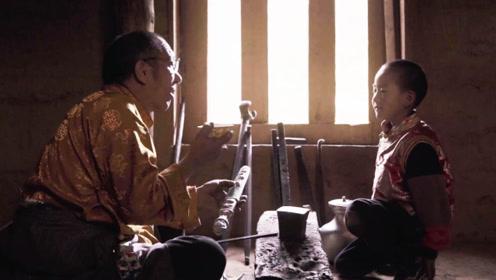 藏族大叔古法取银铸刀,纯手工锻造雕刻,刀鞘花纹精美绝伦