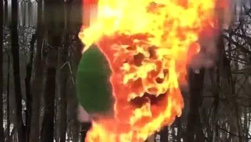 用20万根火柴粘成的球点燃那一刻太漂亮了