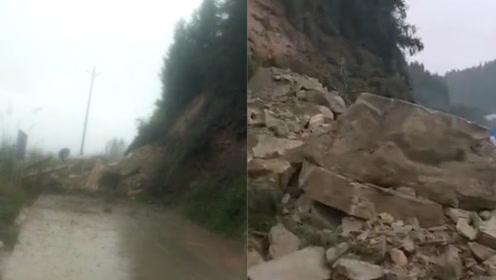 四川蓬安金溪镇突发山体落石已致3死 巨大石块砸路中央道路阻断