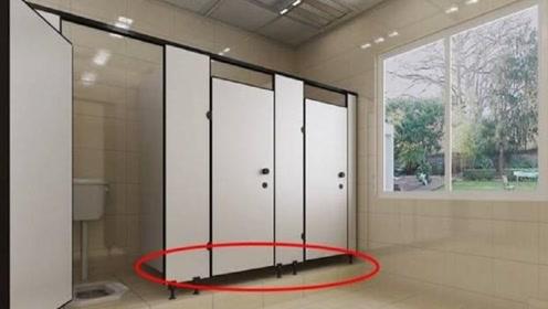 为什么女厕所门的下方,要故意留道缝隙?看完可要当心了!
