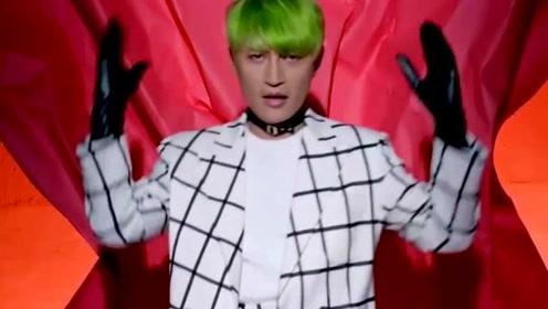 陈志朋零下几度穿超短裤唱歌 冻得声音发抖仍卖力表演