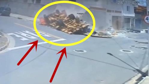 大货车司机弯道漂移过弯,直奔墙头而去,当场悲剧了