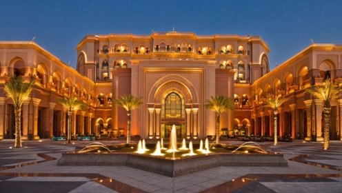 全球唯一一座八星级酒店,用40吨黄金装饰,接送全是劳斯莱斯!