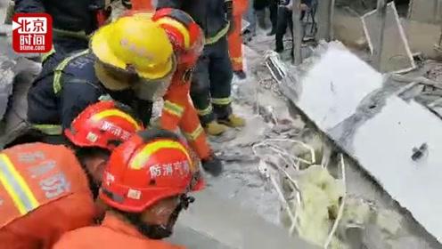 南京一公寓楼局部坍塌 3人受轻伤 另有2人仍被困