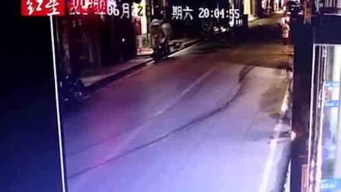 现场实拍:重庆云阳发生一起驾车撞人事故,已致4死10余伤