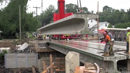 实拍美国工人修建桥梁,总感觉有点落后啊,没有效率可言