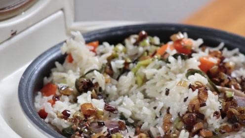 福建闽南咸饭是福建一带的风味名点,荤素搭配,营养美味