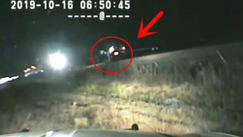美国警察不只会开枪,也会救人,英勇的巡警最后一秒救出被困司机!