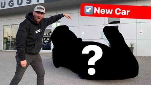 土豪新买的迈凯伦跑车到货了,拉开遮车布那一刻,大开眼界!