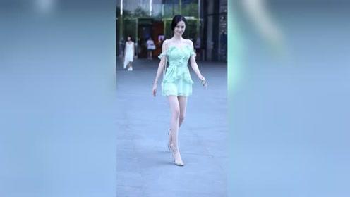 像这样肤白貌美大长腿的小姐姐,是25岁以上都喜欢的类型吧?
