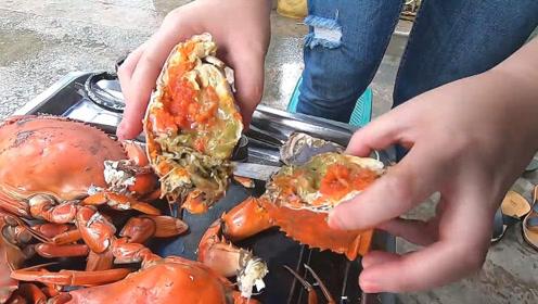 街头售卖煮熟的膏蟹,这才是货真价实的膏蟹!