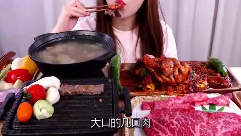 韩国美女吃播,吃烤韩牛+辣炒章鱼+萝卜汤,配着米饭,吃得真香