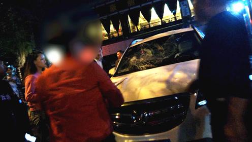 有多抠?贵州司机拒付3元停车费对收费员动粗,路人劝架反被殴