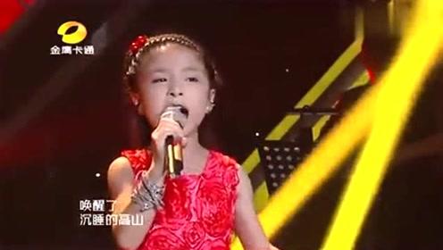 巨肺小天后谭芷昀唱《我的祖国》,评委和观众齐声鼓掌!