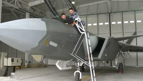歼-20机库四面透风,F-22机库恒温恒湿,这项技术F-22没有