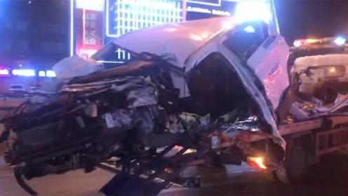 共享汽车剐蹭旁车后逃逸 不料一头撞上指示牌司机被甩飞