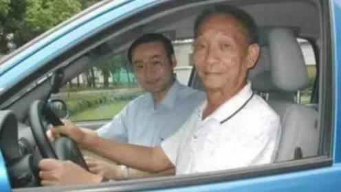 """袁隆平的""""荣誉驾驶证""""与普通驾照有何区别?网友:袁老应得的!"""