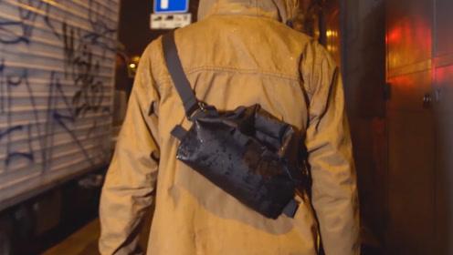 专为雨天设计的背包,东西装进去不会湿,笔记本不怕淋雨啦