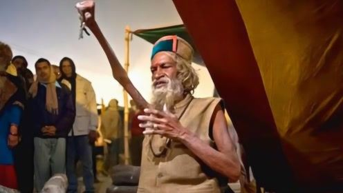 印度苦行僧修行,举右手44年没放下,干枯的手让人看着都害怕