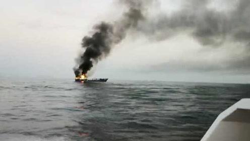 大连一渔船海上起火,13名船员弃船求救