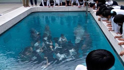 """世界最""""神奇""""的泳池,人能在水下行走,衣服却不会沾湿"""