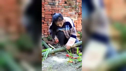 四川漂亮小姐姐不仅能干还孝顺,亲手给奶奶做了一把竹椅