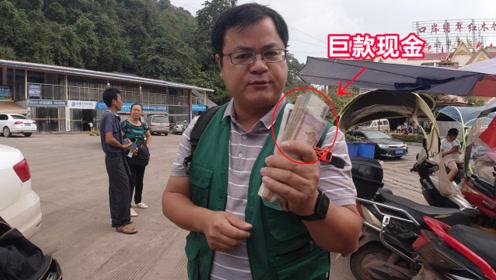 去老挝旅行,100元人民币换12万4千老挝币,不小心成了百万富翁