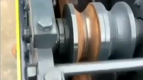 科技改变生活!这机器好神奇!能把圆管秒变方管!