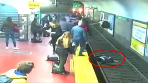 男子突然晕厥将女子撞进铁轨 众人挥手呐喊拦停列车