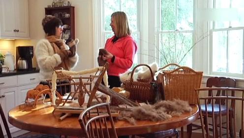 女子坚持用狗毛织毛衣25年,最后还成为了设计师,许多人找她学习