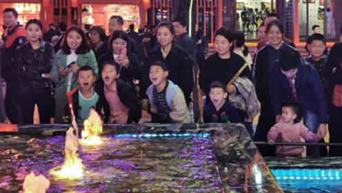 西安喷泉偶然走红,每天上万游客前去呐喊,问及原因连游客都发懵