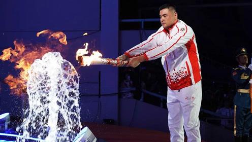 揭秘军运会:如何在水中点燃火炬