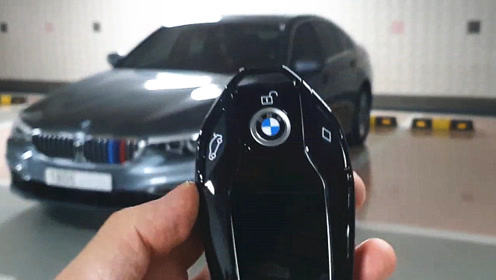 2020款宝马5系520i,按下钥匙打开车门看到氛围灯,买不买自己定