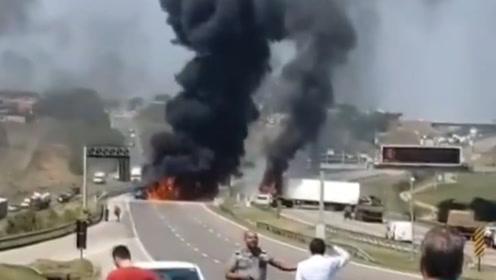 巴西一机场发生运钞公司抢劫案十几名劫匪与警方交火多人伤亡