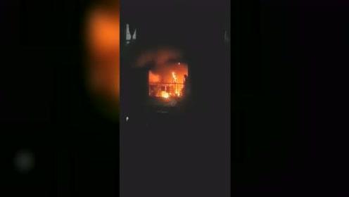 家中起火男子为保护孩子不幸遇难 同小区业主自发捐款2.7万元