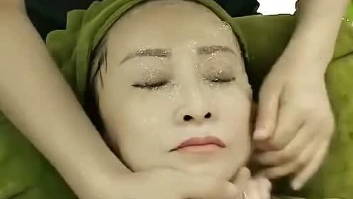 美容院直接拿芦荟灌肤,怪不得富婆们会喜欢,过程太过瘾了!